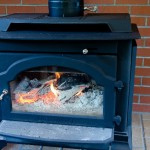 暖炉と薪ストーブはどう違う?どちらの方がメリットが大きい?